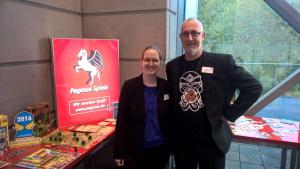 Ronja Lauterbach und Michael Kränzle von Pegasus Spiele Bild: Thomas Frerix/bonnFM