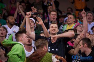Baskets feiern Karnevalsparty im Telekom Dome