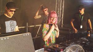Von verrückten Pyjamas, dem Kontakt zu Fans und Geschlechterrollen in der Technoszene – Bebetta im Interview