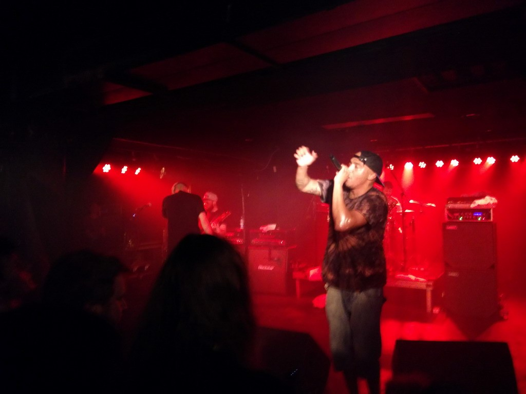"""If you're listening to this album, we thank you!"" – Hacktivist auf Tourstation in Köln"