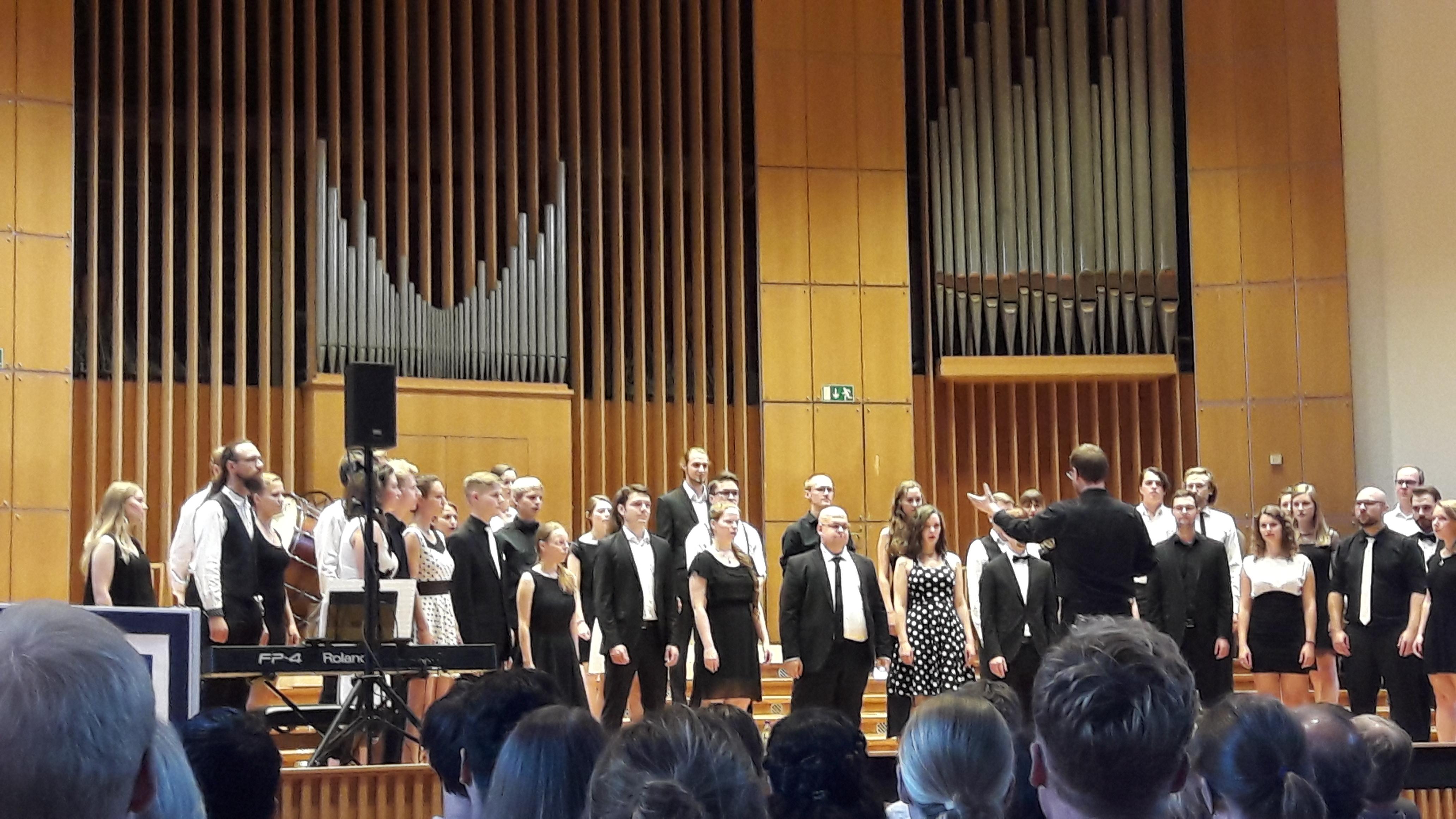 Begeistertes Mitnicken und Fußwippen: Der Jazzchor der Uni Bonn überzeugte mit swingenden Moves und einem vielfältigen Programm