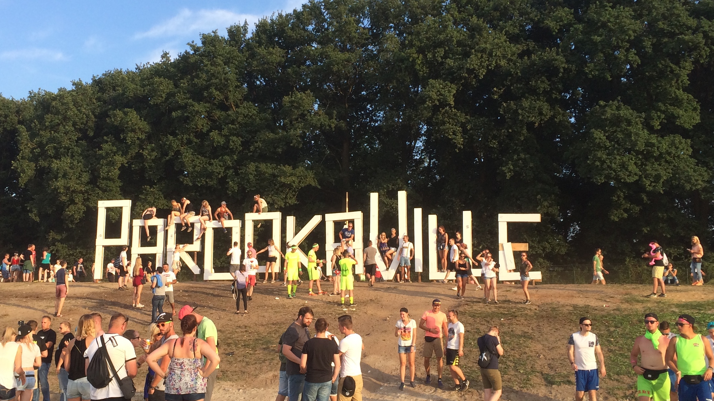 Welcome to Parookaville! Let madness, love and pure happiness rule again ♥