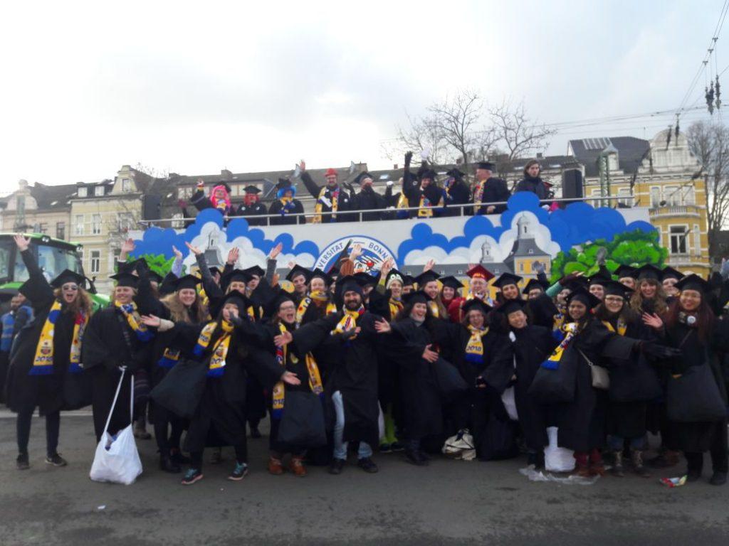 """Wenn aus """"fiere un studiere"""" """"fiere fiere fiere"""" wird – Der Bonner Karneval erobert die Universität"""