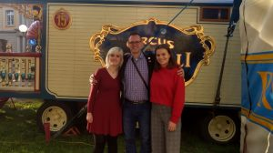 Von Türrahmen, Glühbirnen und ganz viel Liebe: Zirkus Roncalli in Bonn