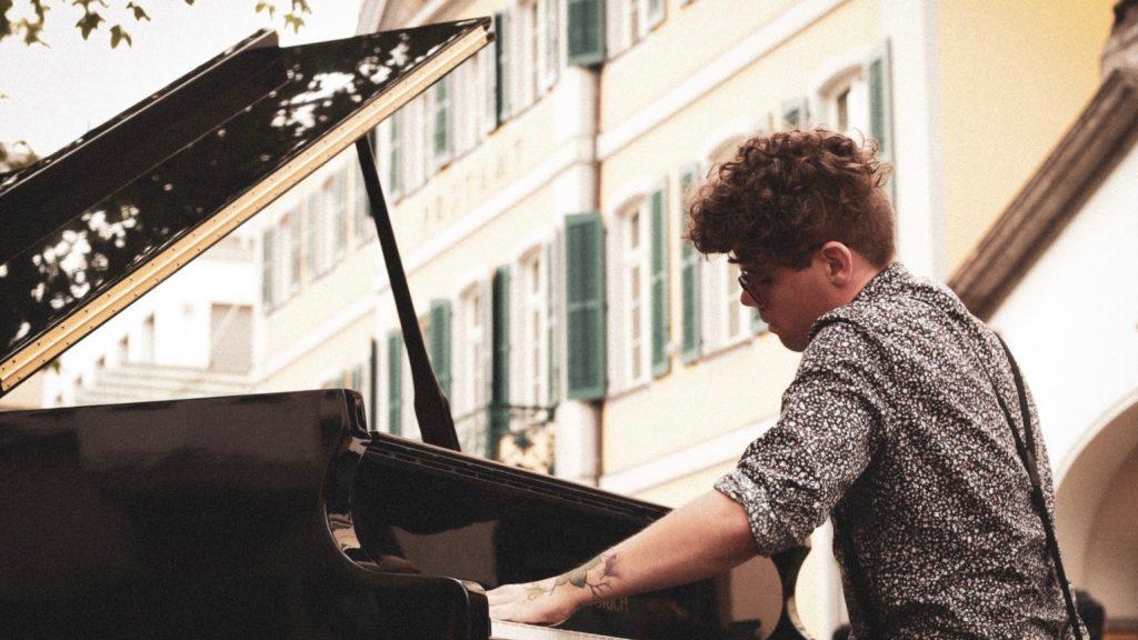 Ein Instrument zur Integration – Open Piano for Refugees bei bonnFM