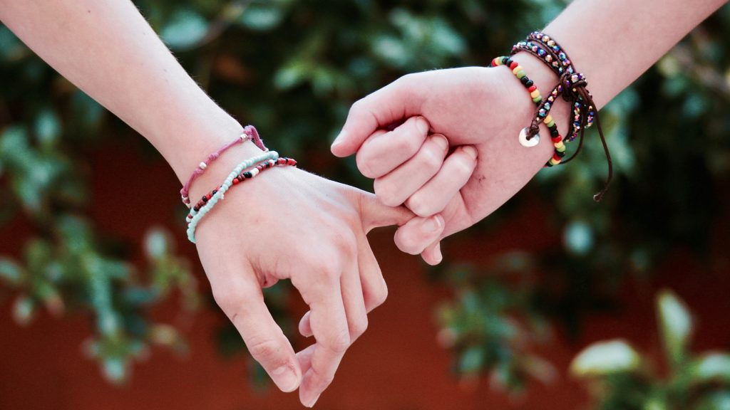 Warum es okay ist, Freundschaftskummer zu haben