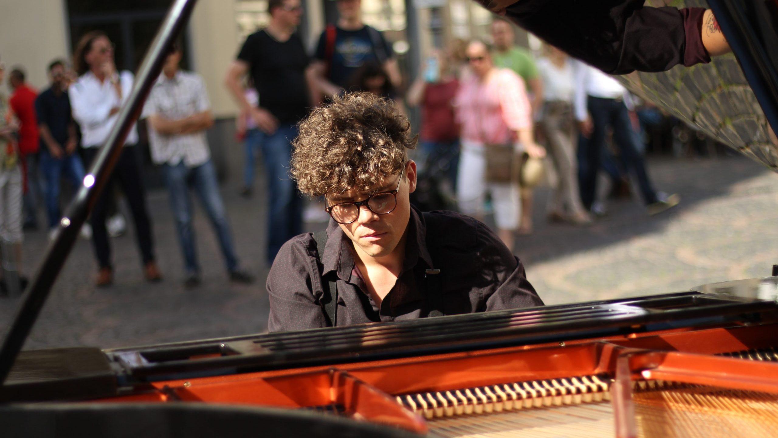 Musikalischer Münsterplatz –               das open piano for refugees